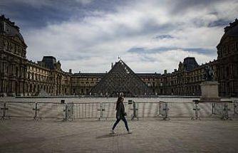 Louvre Müzesi açılmaya hazırlanıyor