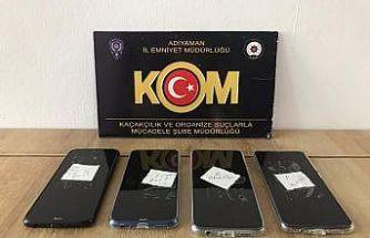 Kaçak cep telefonları ve nargile tütünü ele geçirildi