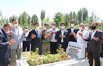 15 Temmuz şehidi mezarı başında dualarla anıldı