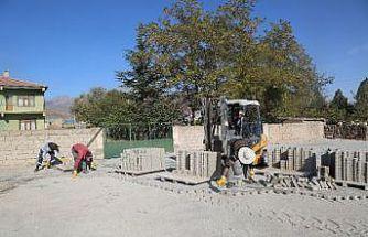 Develi'de parke çalışması Çayırözü Mahallesinde devam ediyor