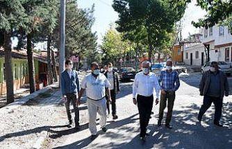 Isparta'da muhtarın sokak yenileme talebini, belediye yerine getirdi