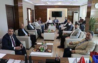 MHP'nin borsa ziyaretinde kayısı konuşuldu