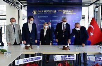 Özel Eskişehir OSB Mesleki ve Teknik Anadolu Lisesinde Öğretmenler Günü kutlandı