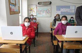 Köy okulu öğrencilerine mobil hizmet