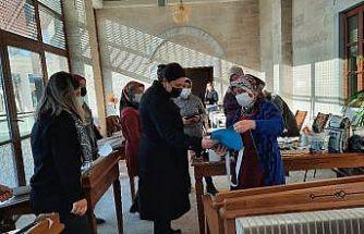 AK Parti İl Başkanı Ünsal, sağlıkçıların ardından kadın girişimcileri ziyaret etti