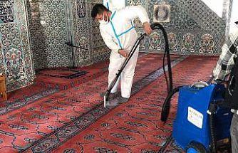 Ayvalık'ta ibadethanelere dip bucak temizlik