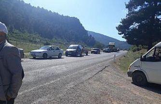 Elektrik direkleri devrildi, yol trafiğe kapandı