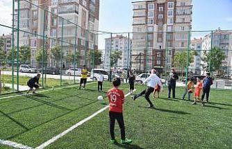 Belediye Başkanı Başdeğirmen çocuklarla top oynadı