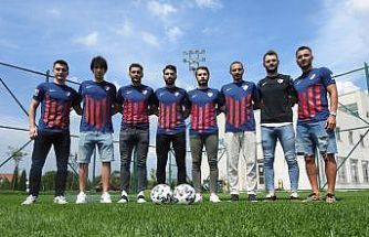 Düzcespor'da 8 futbolcu sözleşme imzaladı