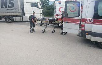Otomobil kırmızı ışıkta bekleyen minibüse çarptı: 1 yaralı