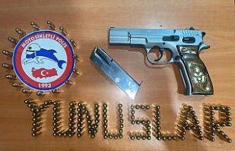 Motosikletli polis timleri asayiş uygulamasında ruhsatsız silahlar ele geçirdi