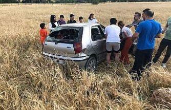 Yoldan çıkan otomobil tarlaya uçtu: 3 yaralı