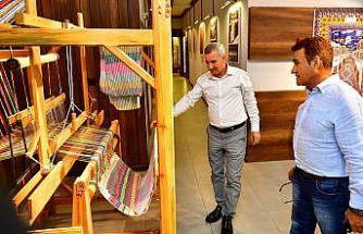 Malatyalı Türk Halk Müziği sanatçısı Selahattin Alpay, Tekstil Müzesi'ni gezdi