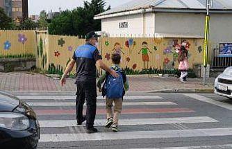 Maltepe'de zabıtayla artık okul önleri daha güvenli