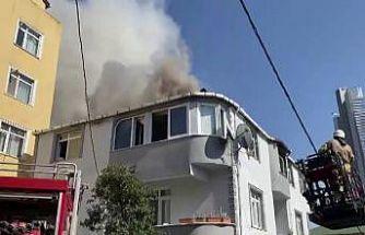 Ümraniye'de 2 katlı binada korkutan yangın