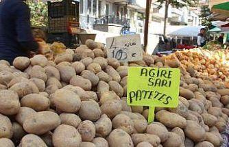 Afyonkarahisar'da pazarın dikkat çekeni hamsi ve patates oldu