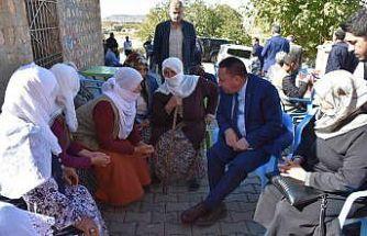Beyoğlu, memleketi Lice'de vatandaşlara domates ikram etti