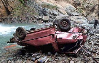 Gece aracı dereye uçan sürücünün bugün cesedi bulundu