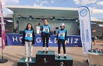 Gedizli sporcular tekerlekli kızak şampiyonasına katıldılar