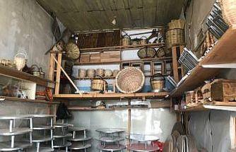 (Özel) Bayburt'ta yarım asırlık dükkânda ahşap ürünler zanaatkarın elinde hayat buluyor