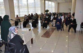 Pursaklar'da Emine Şenlikoğlu konferansına yoğun ilgi