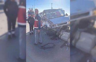 Van'da kamyonetle minibüs çarpıştı: 4 yaralı