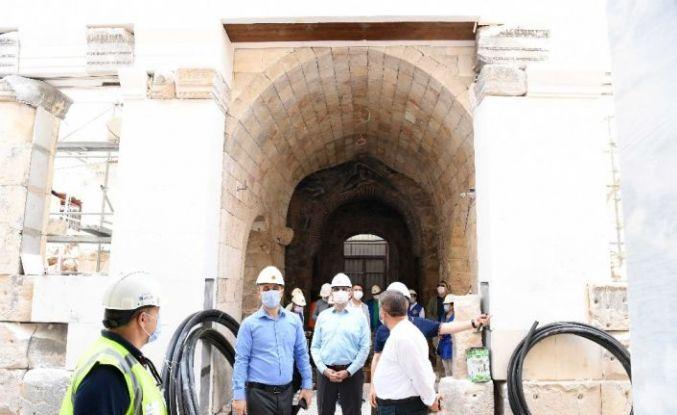 Şehzade Korkut Camiinde işlemeler kılı kırk yararak seçiliyor