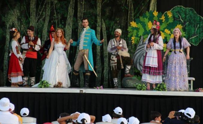 """""""Altın kız"""" tiyatro oyunu Şanlıurfa'da sahnelendi"""
