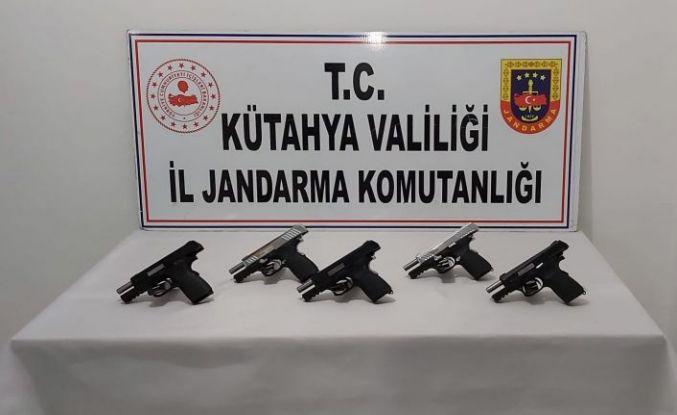 Kütahya'da bir araçta 5 ruhsatsız tabanca ele geçirildi: 3 gözaltı