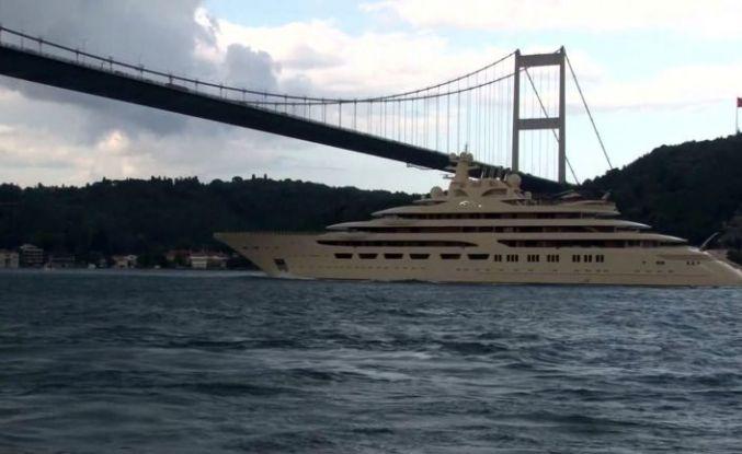 (Özel) Dünyanın en büyük süper yatlarından 'Dilbar' İstanbul Boğazı'ndan geçti